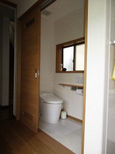 渡り廊下トイレ施工後